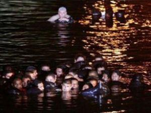 Kaçak göçmenleri taşıyan gemi battı
