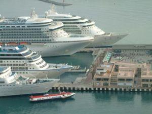 Kuşadası Limanı'nda iş yerleri mühürlendi