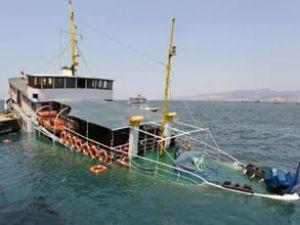 İzmir'de yolcu vapuru suya gömüldü