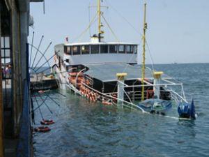 İzmir'de 10 ton mazot denize döküldü!