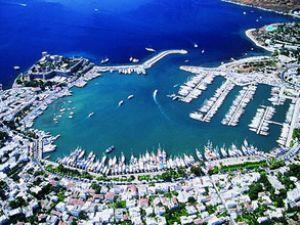 Türk marinaları teknelerin akınına uğradı
