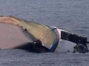 İzmir'de 102 kişiyi taşıyan tekne battı
