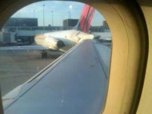Delta uçağı başka bir Delta uçağına çarptı