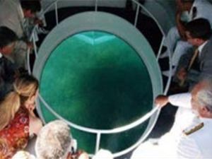 Denizin dibini gösteren tekne ilgi çekiyor
