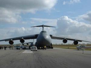 İlk yardım uçağı Somali'ye ulaştı