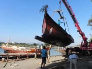 Antik gemiler Selçuk'ta suya indirildi