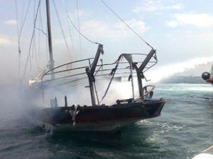 Menekşe-1, Sivri Ada açıklarında yandı
