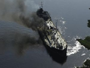 Tanker, çekici ve tekne nehirde çatıştı!
