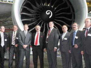 Bakan Çağlayan Boeing fabrikasını gezdi