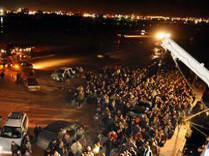 Türk gemisi tahliye için Bingazi'de bekliyor