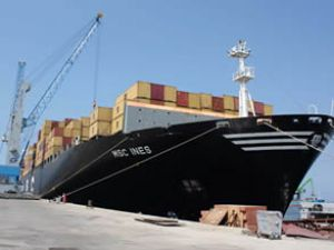 348 metrelik dev gemi Akdeniz'e yanaştı