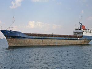 Gemi parçalarken jandarmaya yakalandı
