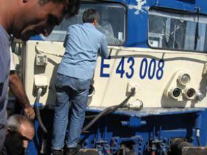 İstanbul'da iki tren kafa kafaya çarpıştı