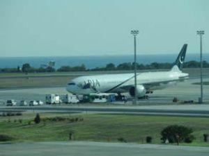 Pakistan uçağında bomba paniği