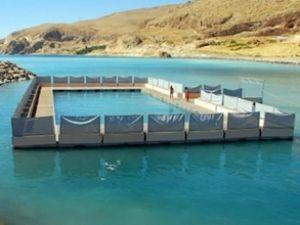 Yüzen havuz Van Gölü'nde hizmete hazır