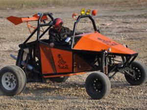 Genç mucitler yerli çöl aracı üretti