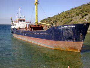 İcralık gemi kıyıda kaçak parçalanacaktı