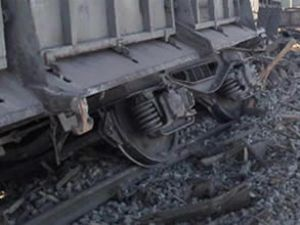Almanya'da tren raydan çıktı: 49 yaralı