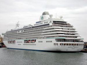 Crystal Serenity gemisi Fethiye'ye yanaştı