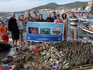 Foça'da deniz temizlik çalışmaları yapıldı