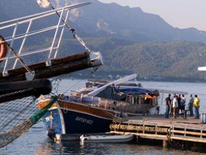 Antalya'da iki tur teknesi çatıştı: 1 ölü