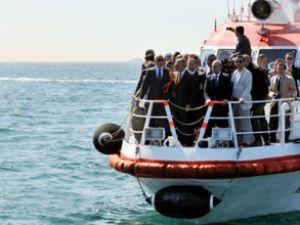 Bakan Yıldırım, tekneyle sahilleri dolaştı