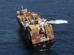 Dev konteyner gemisi karaya oturdu