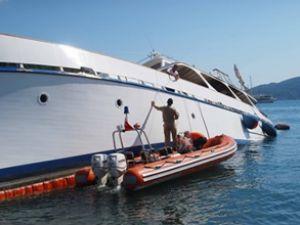 Telemara teknesi yağ ve yakıt sızdırıyor