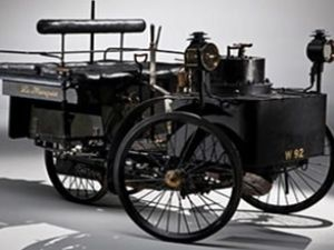 Dünyanın en eski arabası ABD'de satıldı