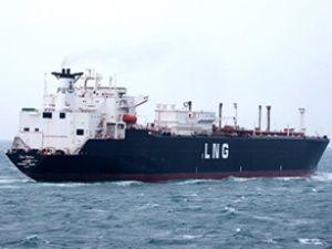 Dev doğalgaz tankeri Boğaz'dan geçti