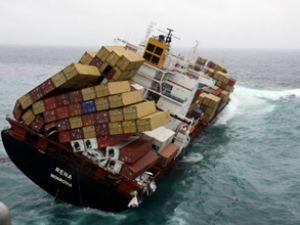 Rena gemisinin tankları boşaltılıyor