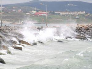 Fırtına ve yağmur Marmara'da etkili oldu