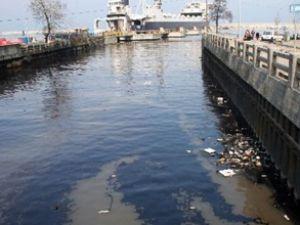 Zonguldak limanını atık yağ kapladı