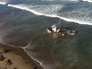 50 metrelik balıkçı teknesi karaya oturdu