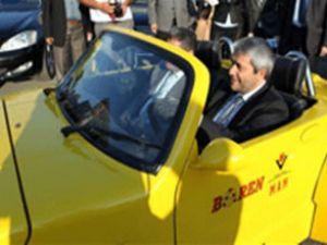 Bakan, borla çalışan ilk otomobili test etti