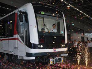 İzmir Metrosu'nun vagonları limana geldi