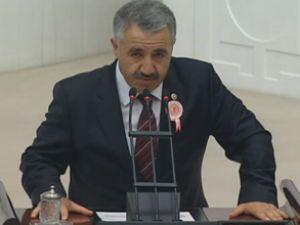 Ahmet Arslan, Altın Çıpa'yı Meclise taşıdı