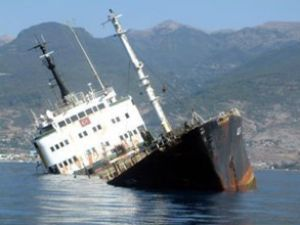 Zehir yüklü gemi 7 yıldır denizin dibinde