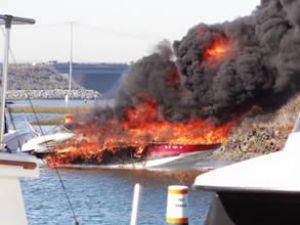 Kaliforniya'da yolcu teknesinde patlama