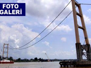 En uzun köprü 30 saniyede sulara gömüldü