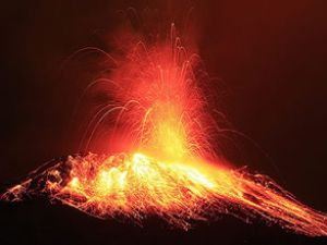 Tungurahua yanardağı faaliyete geçti