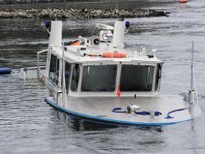 Ren Nehri'nde polis botu, barge ile çatıştı