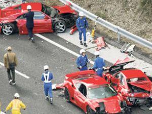 En pahalı kaza: 8 Ferrari birbirine girdi