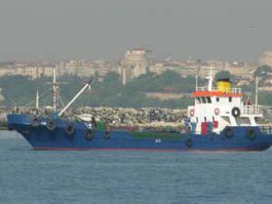 Aliağa'da karaya oturan gemi kurtarıldı