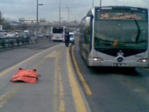Metrobüs durağında insanlığın öldüğü an!