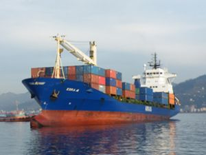 Rize Limanı'nda konteyner taşımacılığı