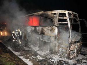 Düzce'de yolcu otobüsü alev alev yandı