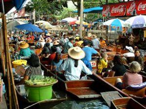 Bangkok'ta bankalar teknelerde çalışıyor