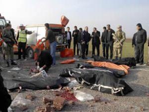 Diyarbakır'da kamyonla otobüs çarpıştı: 24 ölü