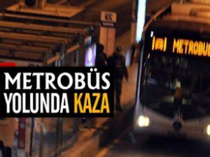 Zeytinburnu metrobüs yolunda kaza